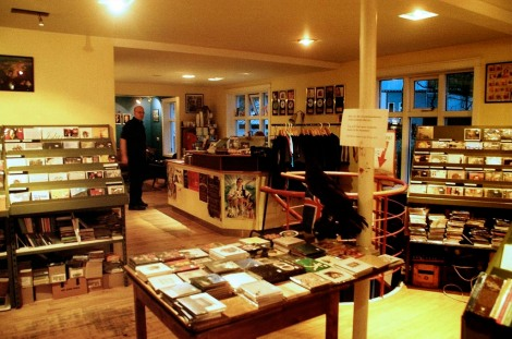 - browse the hundreds of album releases from icelandic musicians at 12 tonar -