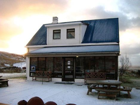 - the inviting entrance to vík hostel -