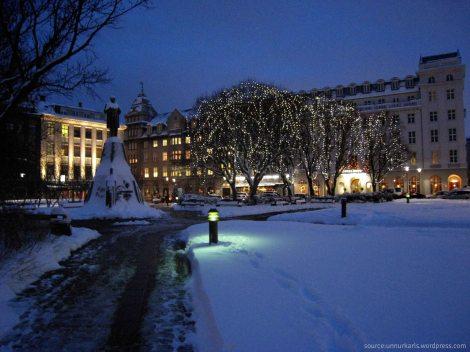- reykjavik's famous public square, austurvöllur -
