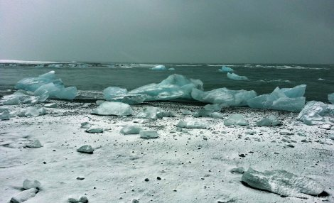 - final stage of the journey for the icebergs that have broken off the breiðamerkurjökull glacier -